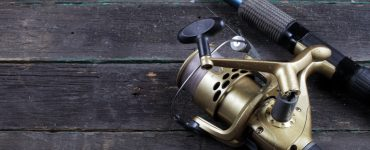 Picture of fishing reel on wooden board